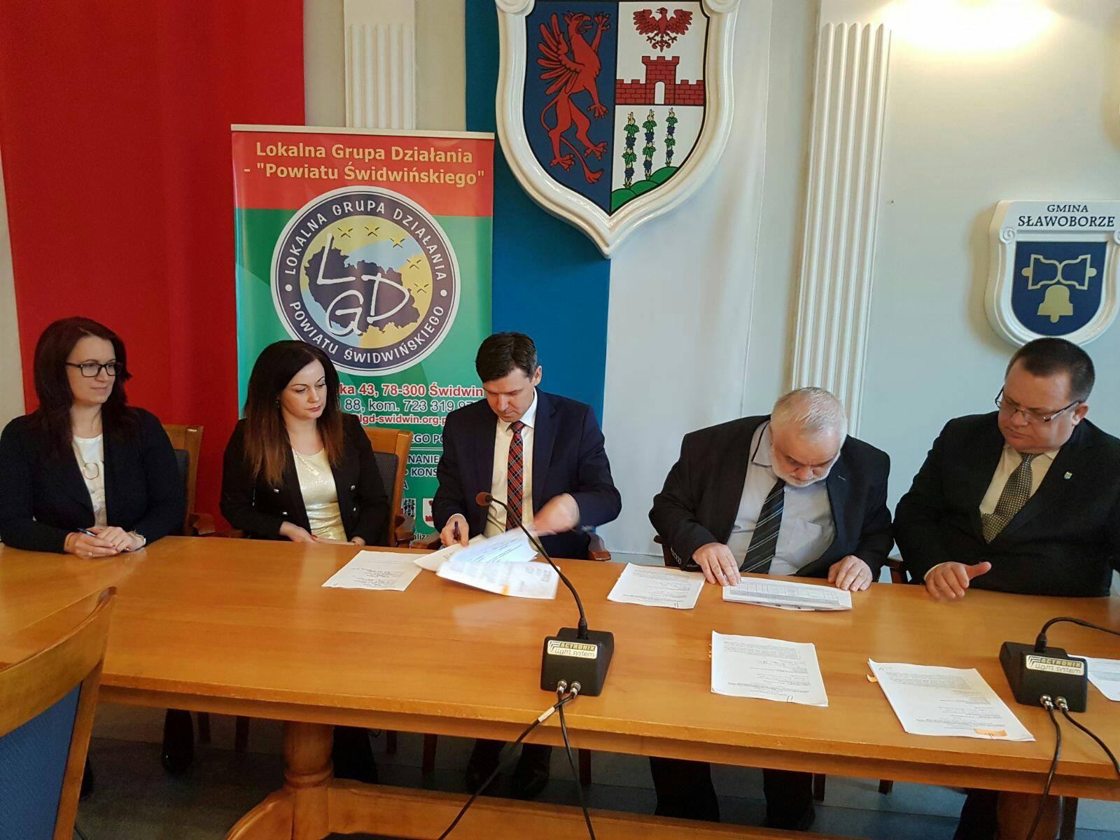 Umowa o powierzenie grantu - ZAPYTANIE OFERTOWE